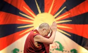 The-Dalai-Lama-prays---Ph-011